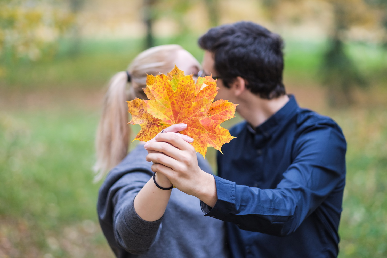 Éva és Gergő jegyes fotózása őszi színekkel